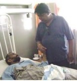 Lankaenews editor Sandaruwan Senadeera talking to Poddala Jayantha in Hospital